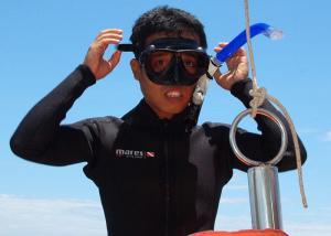 medres700x500_20_hieu_-_vietnams_first_underwater_arcaeologist_preparing_for_a_dive-lr_1